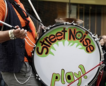 bass drum street noise play